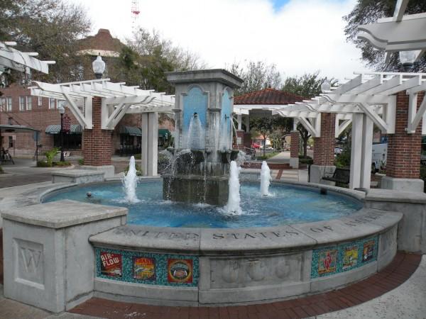 Fountain in center of old Winter Garden Florida